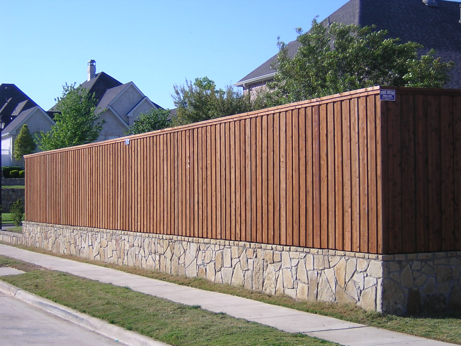 how to fix a wooden fence to a brick wall