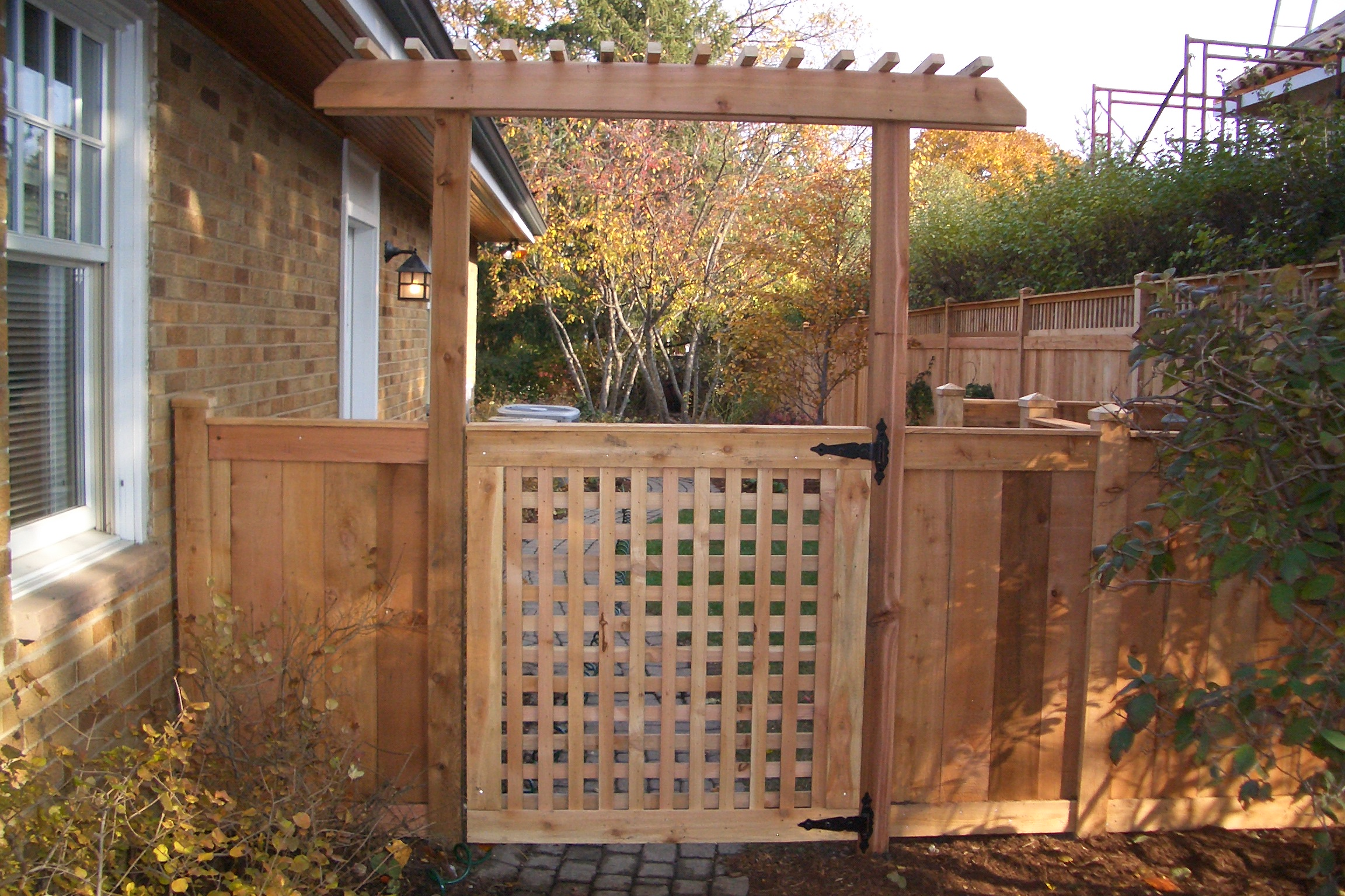 Lattice gate plans diy free download plans for coffee for Lattice garden fence designs