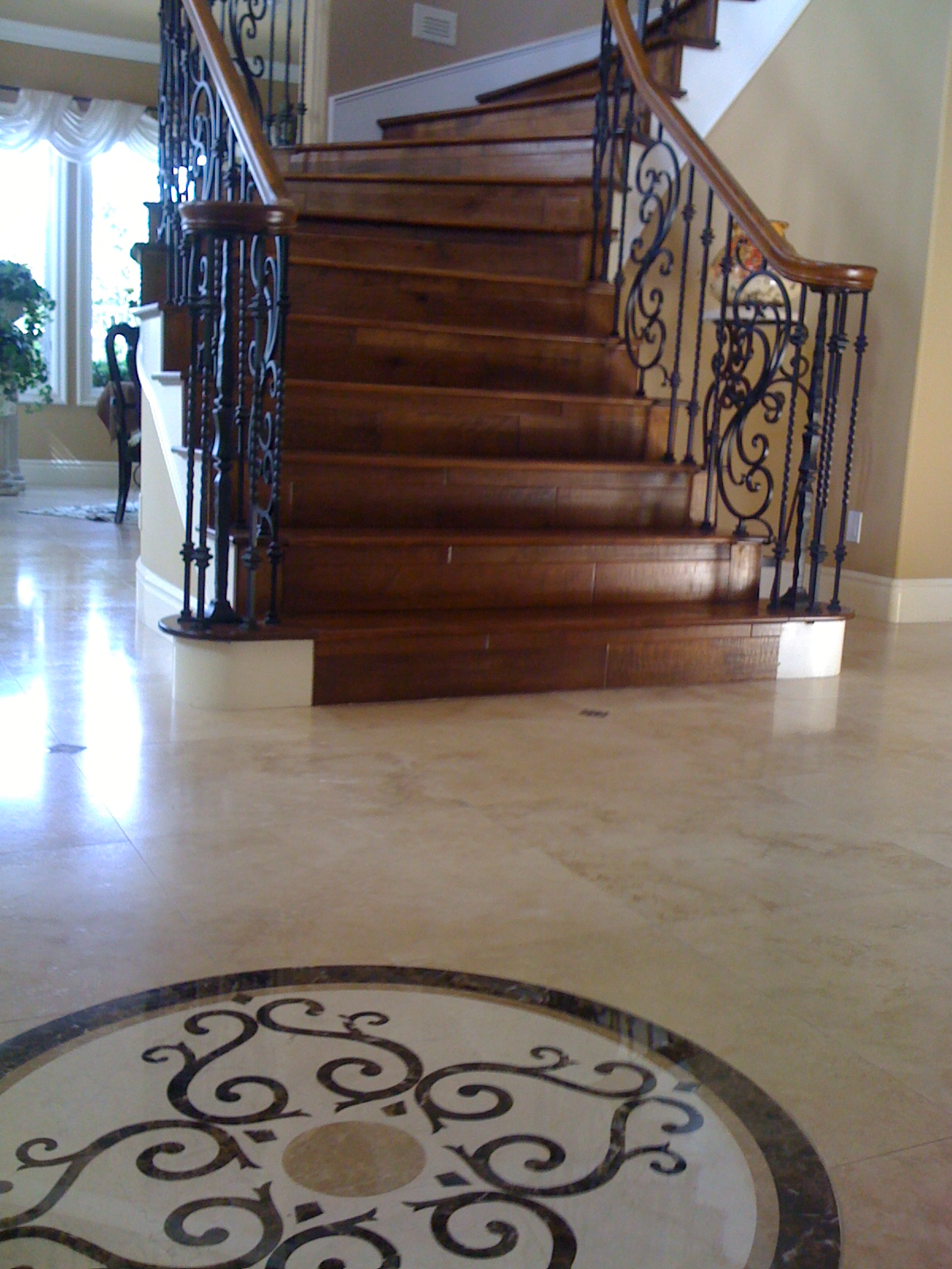 Travertine floor w/ marble medallion