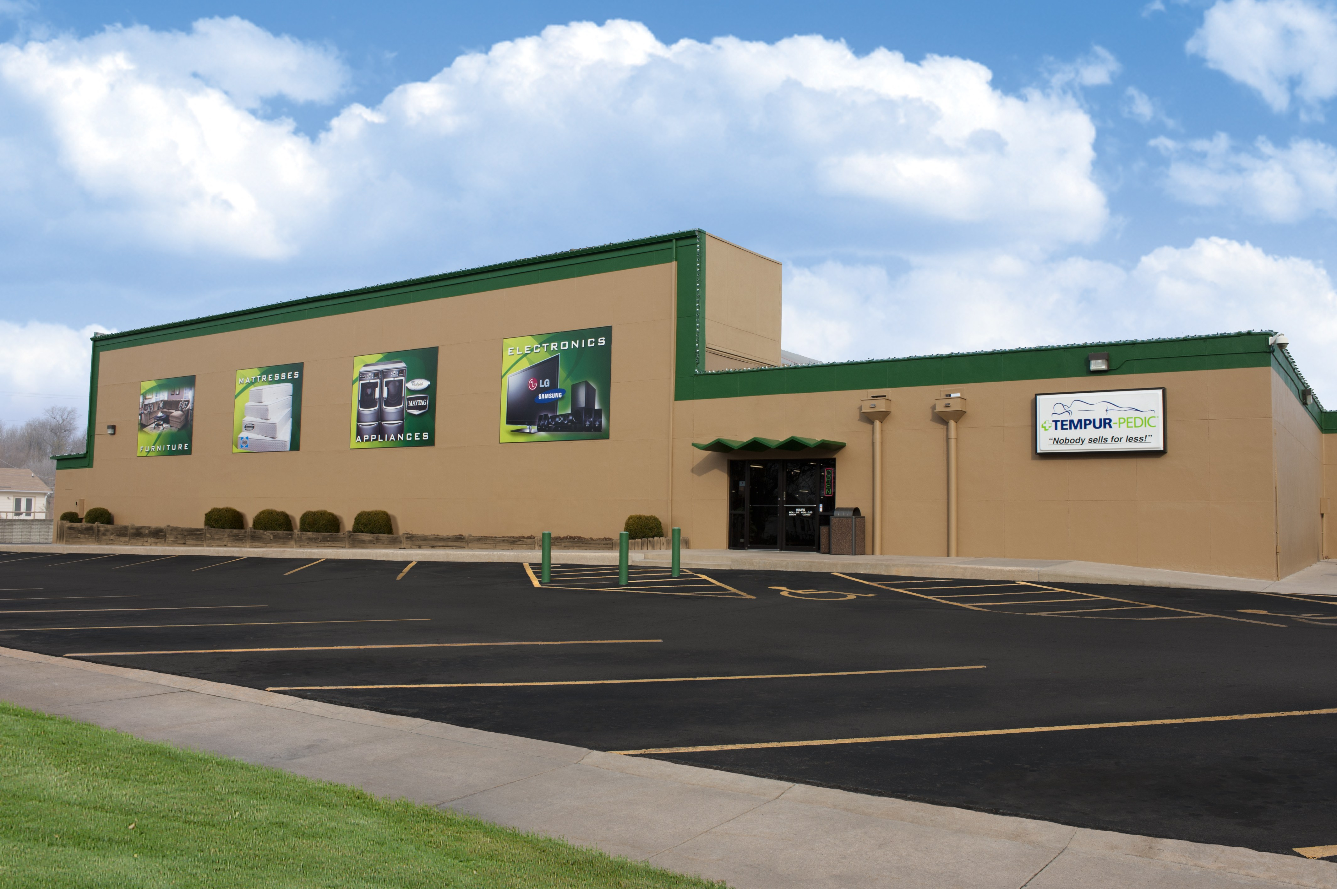 Liberty Storage Units Featuring Wide Lanes with Drive-Up Access. Our Liberty facility on N Church Road offers wide lanes making moving your items to and from your unit faster and more convenient.