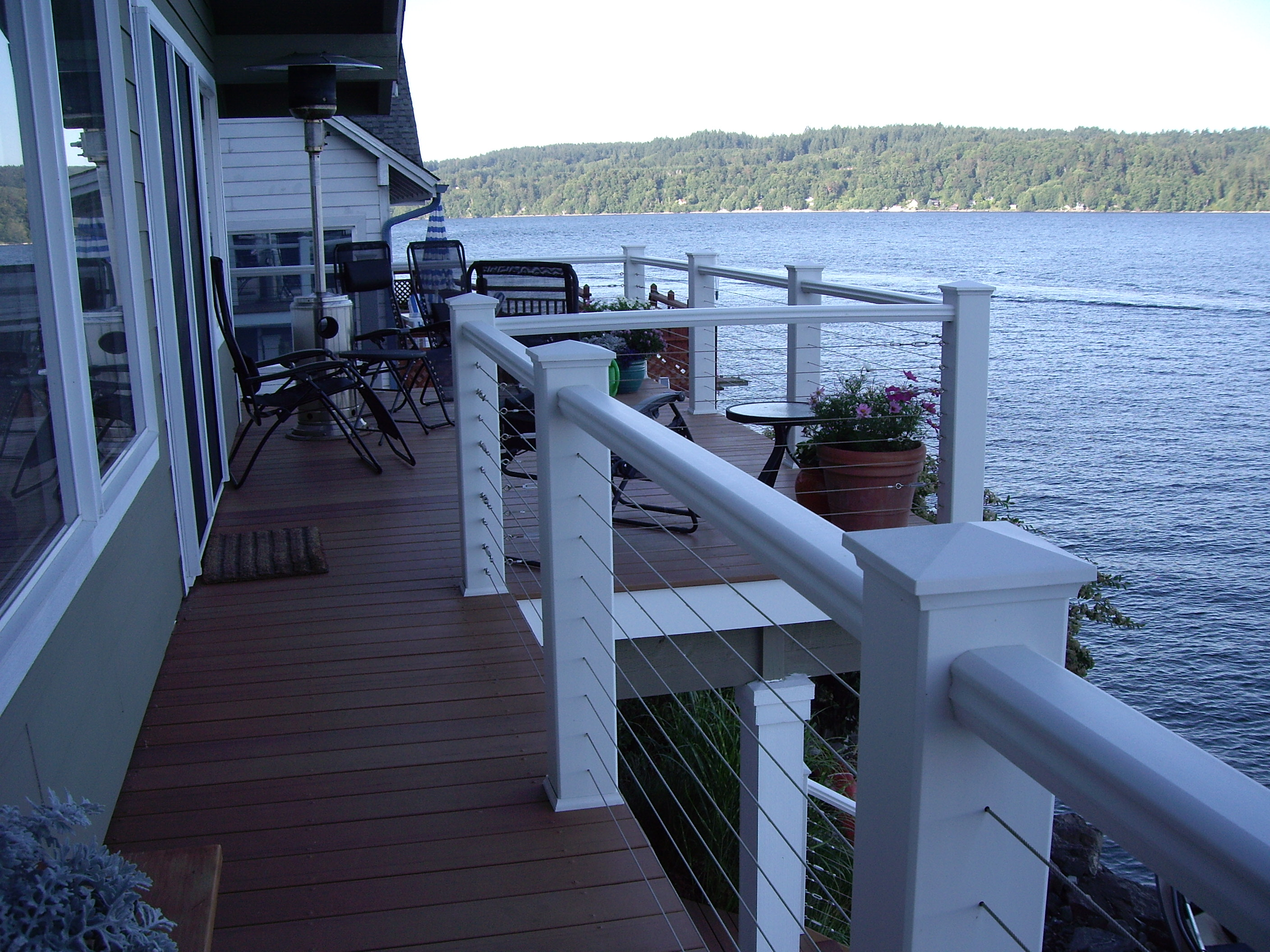 Trex deck with stainless steel cable railing