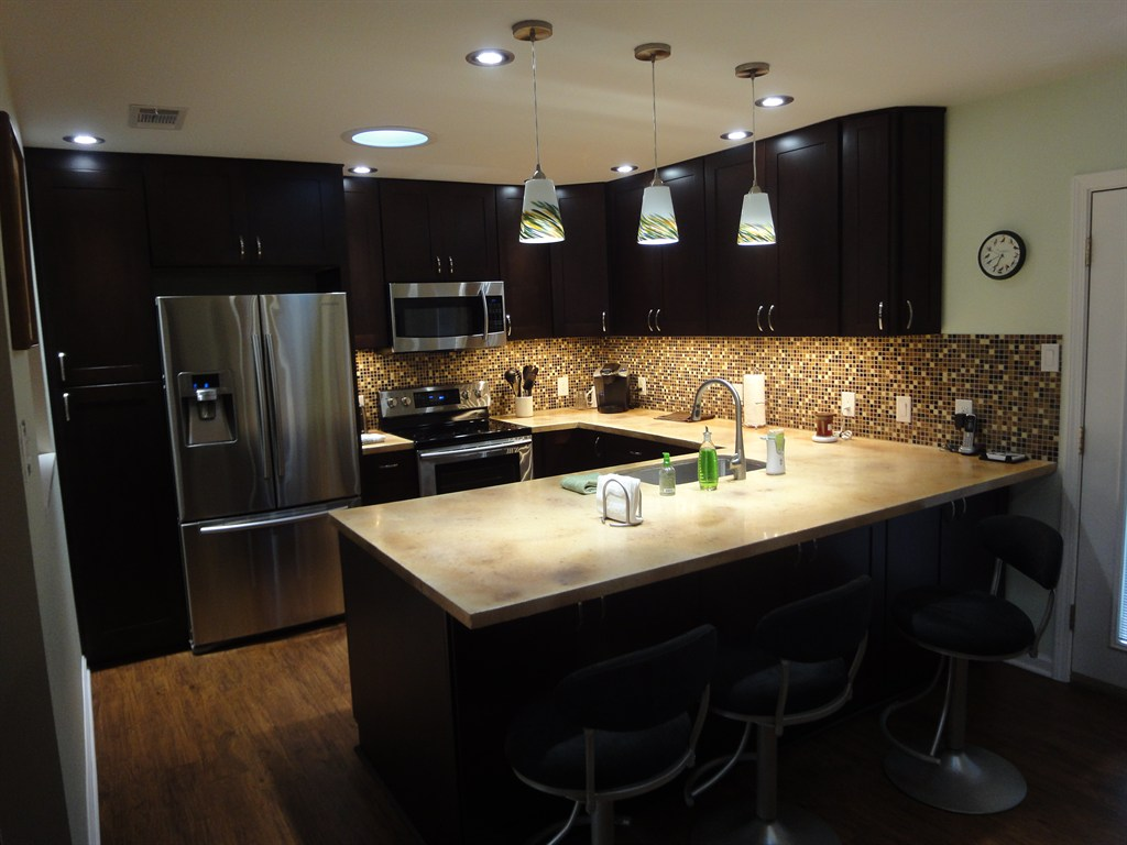 Shaker espresso kitchen cabinets for Kitchen cabinets pictures