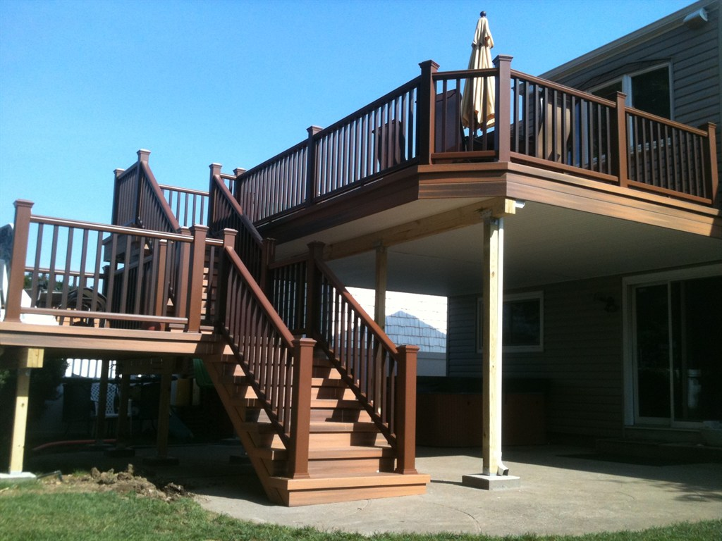 Deck designs plainview ny 11803 angies list for Second floor deck ideas