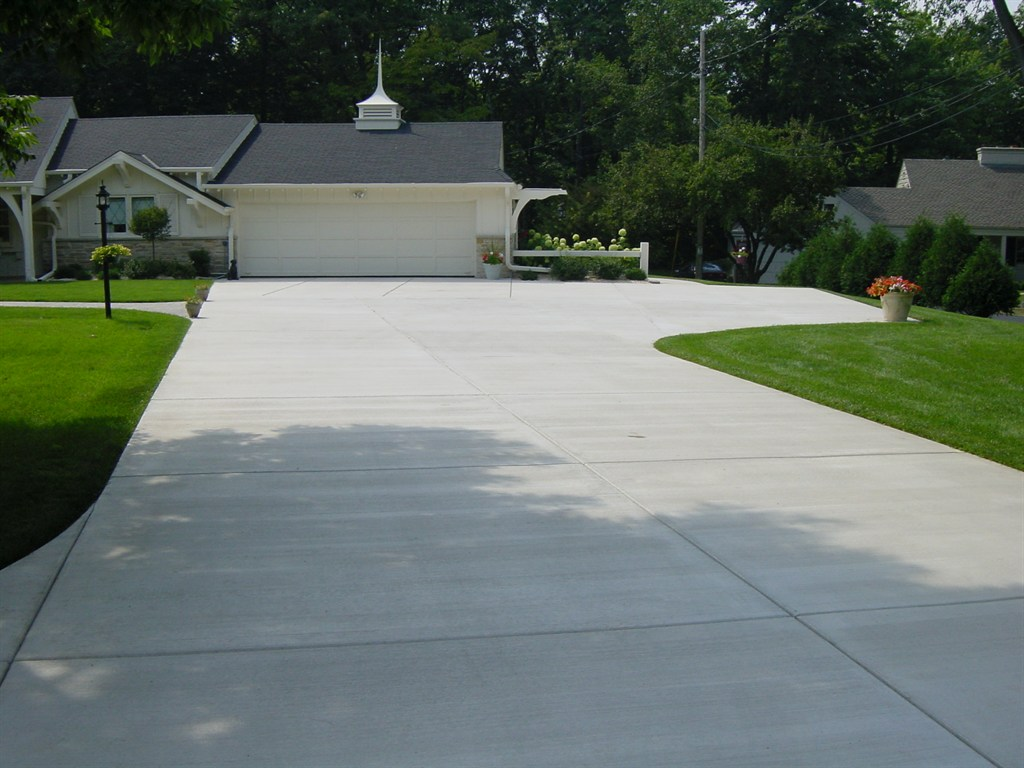 Munson fence paving milwaukee wi 53209 angies list for Bleaching concrete driveway