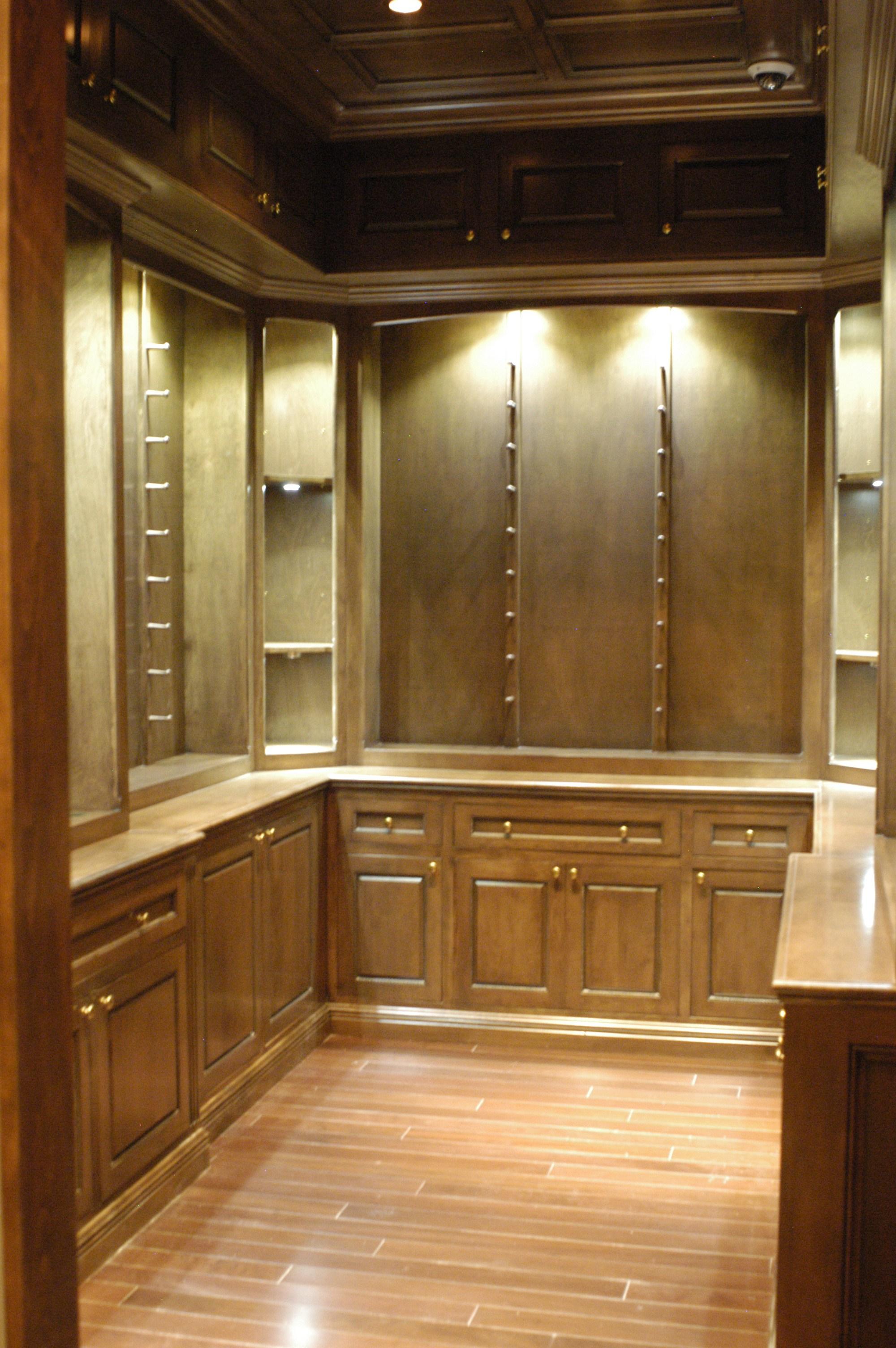 Gun safe room for Gun room design