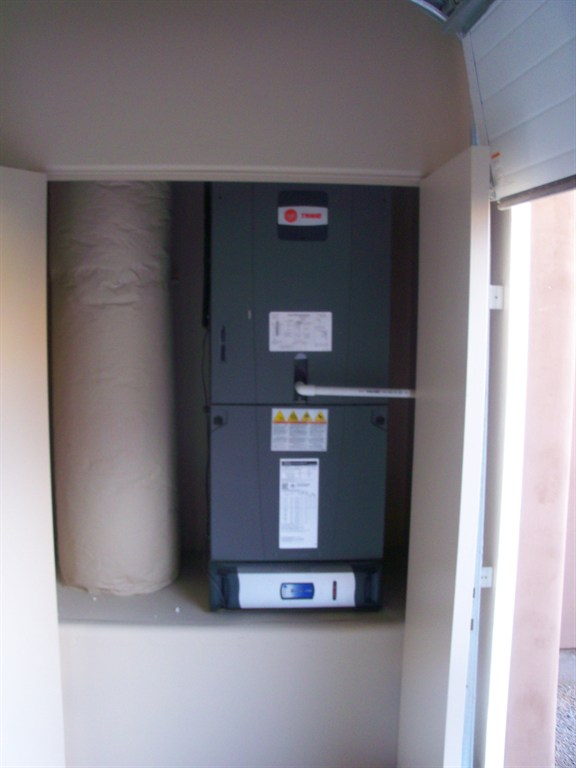 Trane hyperion air handler with clean effects
