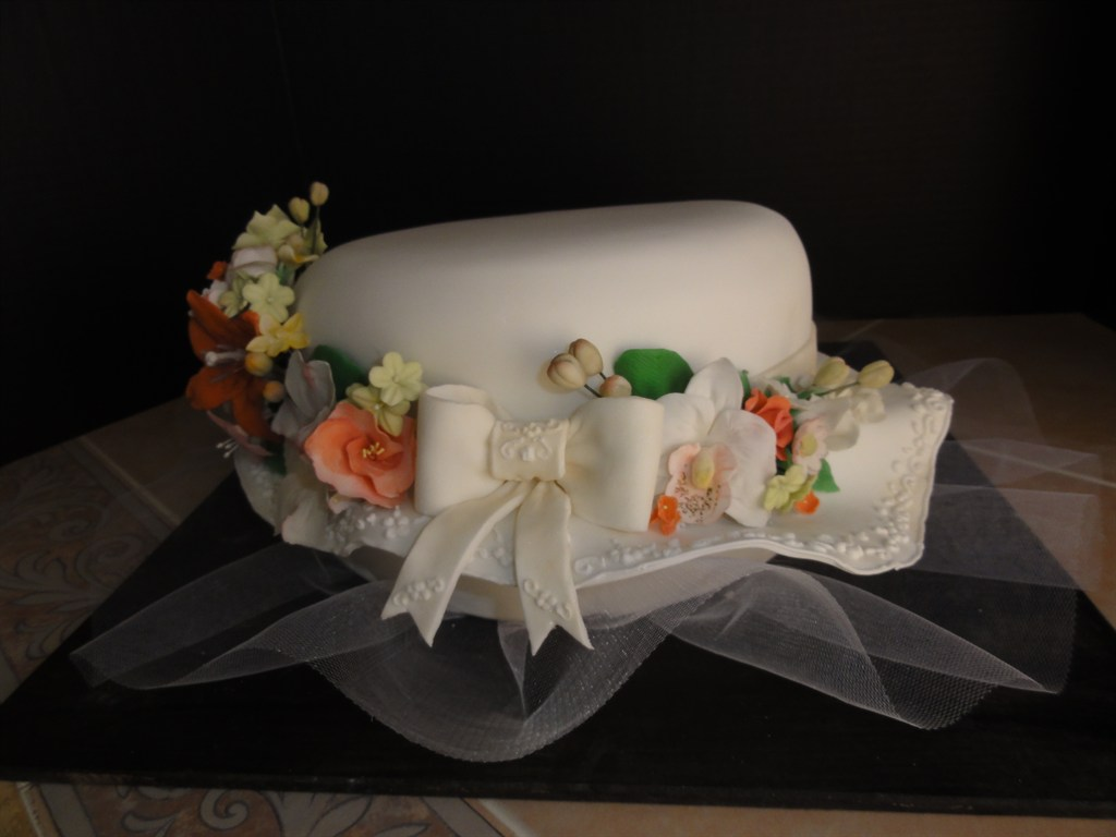 Hat cake with sugar flowers