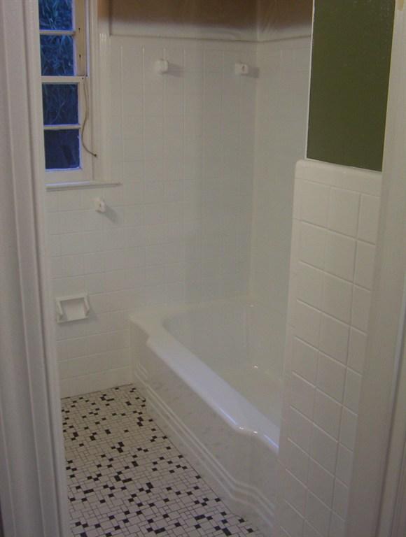Absolute tub tile restoration llc tampa fl 33637 for Bathroom remodel zephyrhills