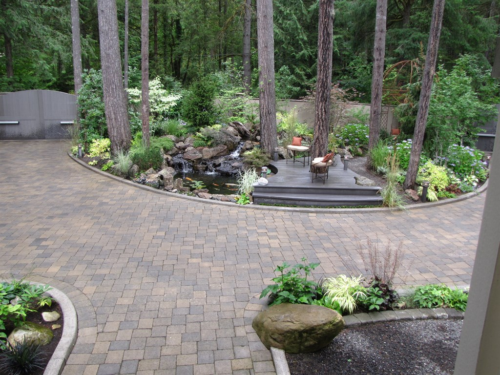 Woody 39 s custom landscaping battle ground wa 98604 for Semi circle driveway ideas