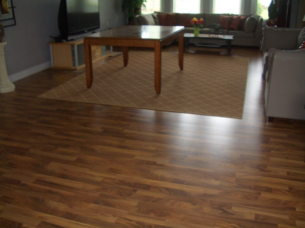 Laminate flooring bathroom laminate flooring problems for Laminate flooring bath