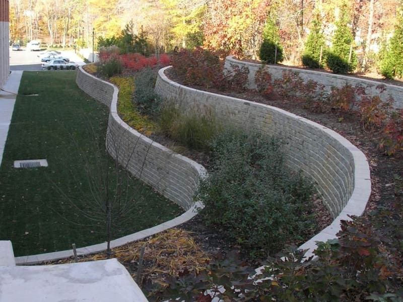Retaining wall masters llc florence ky 41042 angies list for Cheap garden wall ideas
