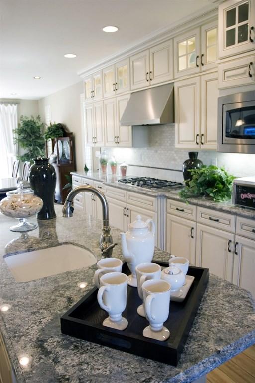 Azul Kitchen