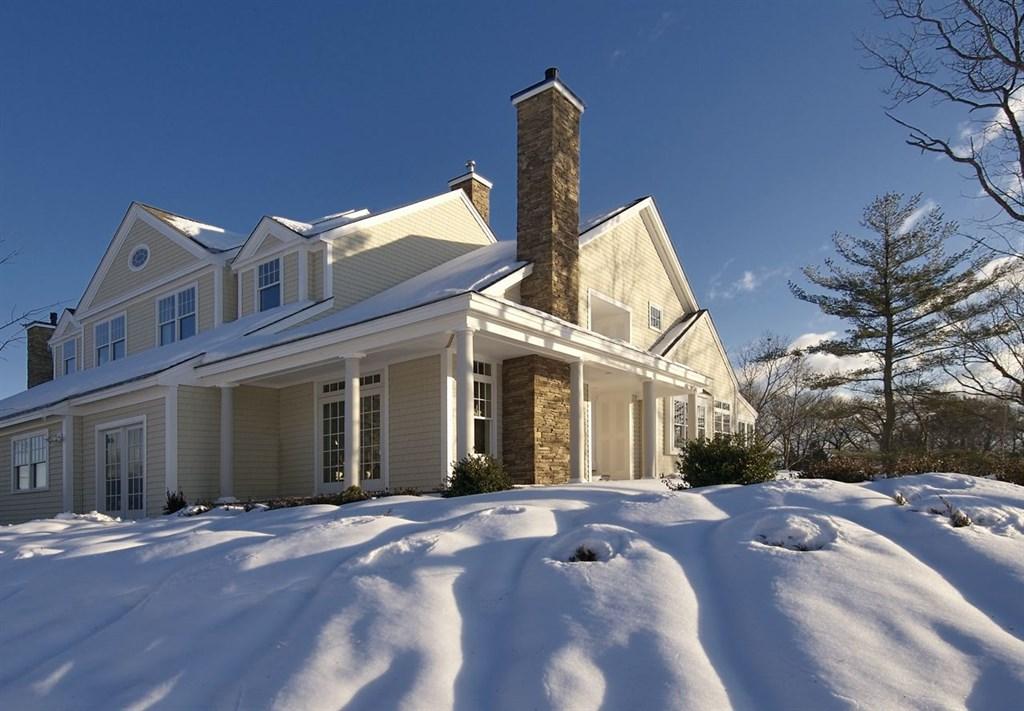 Exterior View (Winter)