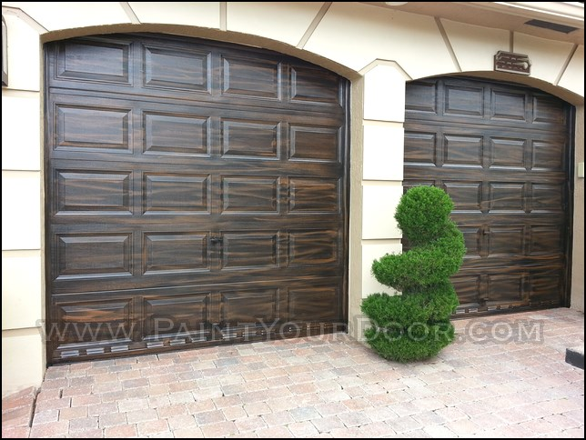 Door diva wood grain faux garage doors coral springs fl for Wood grain garage doors