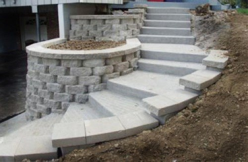 Retaining Wall with Stairs