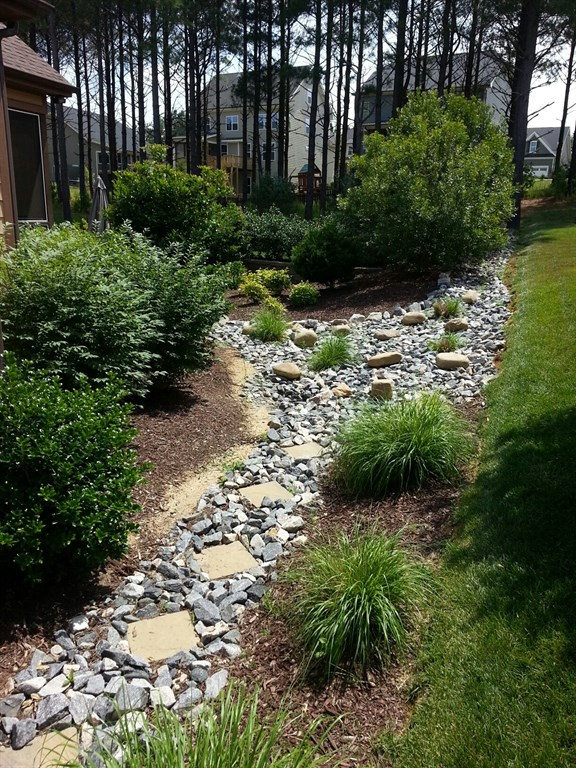Mulch and Pine straw installations