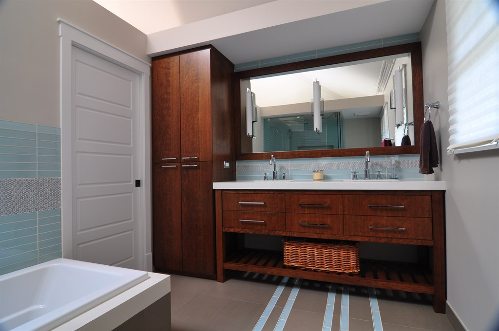 Woodbine Ave Bathroom